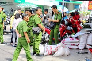 Chủ cơ sở kinh doanh gạo bị người làm công đâm trọng thương