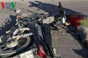 Xe máy đối đầu trên quốc lộ khiến 2 người tử vong