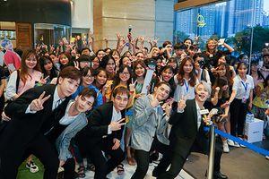 Hàng trăm fan hào hứng chào đón phiên bản 5 thành viên nhóm Monstar