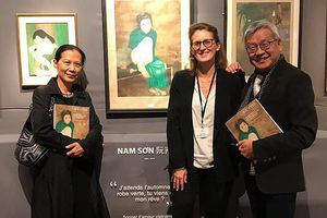 Bức tranh 'Thiếu nữ cầm quạt' lập kỷ lục đấu giá với gần 12 tỷ đồng