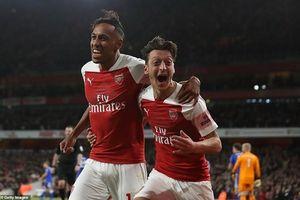 Arsenal thắng trận thứ 10 liên tiếp: Emery là người biết làm cách mạng