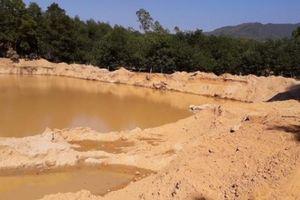 TT-Huế: Vườn sạt lở, vật nuôi sụp hố chết vì khai thác cát
