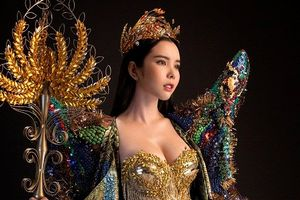 Soi trang phục truyền thống nặng 20kg, siêu gợi cảm của Huỳnh Vy