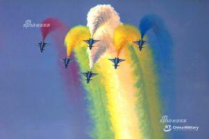 Choáng ngợp với màn trình diễn đầy màu sắc của dàn J-10 Trung Quốc
