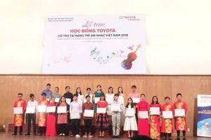 24 sinh viên Nhạc viện TPHCM nhận học bổng hỗ trợ tài năng trẻ âm nhạc Việt Nam