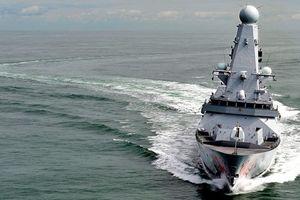 Tàu tấn công Iran chạm trán tàu khu trục Anh tại vịnh Ba Tư