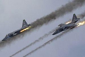 Mãn nhãn khoảnh khắc phi công Su-25 biểu diễn tuyệt kỹ bay sát đất