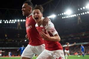 Mesut Ozil trở lại đội hình tiêu biểu châu Âu