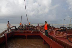 Tạm giữ 2 tàu khai thác cát trái phép