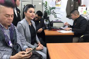 Hoa hậu quý bà Hoàn vũ Thái Lan 2016 bị lừa khi lập đảng