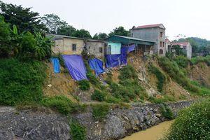Hàng trăm hộ dân bị nứt nhà, mất nguồn nước