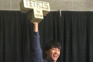 16 tuổi đánh bại người 7 lần vô địch giải game xếp hình