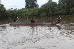 Nam thanh niên nghi nhảy sông tự tử