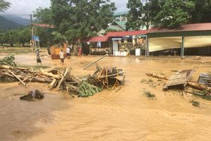 Lào Cai: Lũ cuốn bay 1 cầu sắt, sập hàng chục ngôi nhà