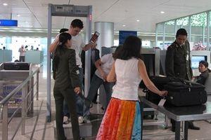 Nữ hành khách 'tắt mắt' tại sân bay