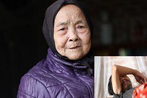 Rơi nước mắt cảnh mẹ già 100 tuổi nuôi con trai bị mắc bệnh tâm thần