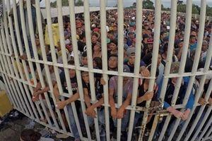 Hơn 7000 người đợi vượt biên vào Mỹ