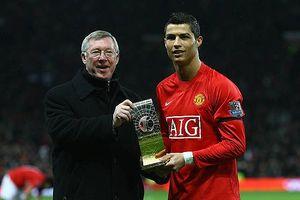 Ronaldo tỏ lòng tôn kính với Sir Alex trong ngày trở lại Old Trafford