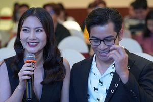Fan thích thú với loạt cử chỉ tình cảm của vợ chồng Thanh Bình – Ngọc Lan