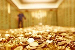Giá vàng hôm nay 24.10: Giới đầu tư ồ ạt mua vào, vàng vọt lên đỉnh cao