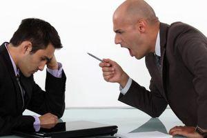 Những 'tử huyệt' giao tiếp mất lòng đồng nghiệp