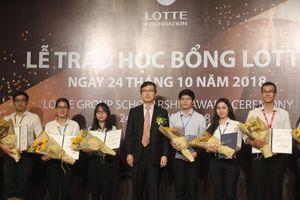 Trao học bổng LOTTE cho 54 sinh viên tại TPHCM