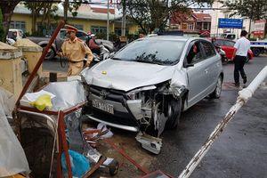 Tai nạn liên hoàn ở Đà Lạt, ô tô húc văng 1 học sinh trên vỉa hè