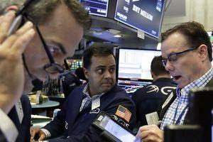 Dow Jones giảm hơn 500 điểm rồi phục hồi trong phiên giao dịch đầy kịch tính