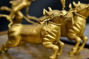 Nhà đầu tư mua mạnh, giá vàng tăng cao