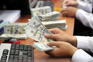 Xử phạt 90 triệu đồng vì đổi 100 USD ở tiệm vàng có đúng luật?