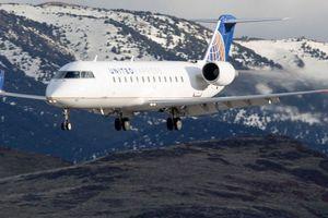 Máy bay quá to, phi hành đoàn phải quay về thay cái bé hơn