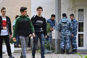 Một tuần sau vụ thảm sát tại Crimea, sinh viên trường cao đẳng Kerch đi học trở lại