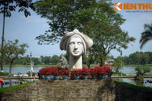 Bí mật của bức tượng cô gái Việt Nam bên bờ sông Hương