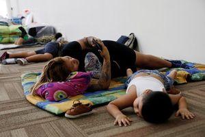 Người Mexico đi tránh bão nằm la liệt tại các trung tâm sơ tán