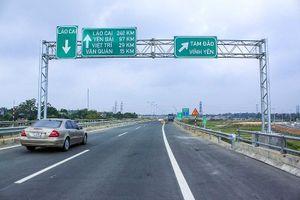 Nhiều xe không được lưu thông trên cao tốc Nội Bài-Lào Cai