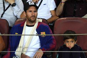 Messi đến xem Barca đánh bại Inter Milan với bên tay băng bó
