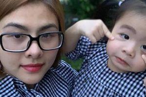 Mẹo của DV Vân Trang giúp con gái chỉ thích ti mẹ!