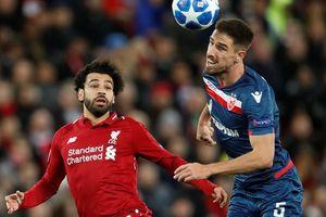 Liverpool mở đại tiệc bàn thắng, Salah nhận 'quà độc' từ CĐV