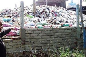 Không chịu nổi mùi hôi thối, dân 'bao vây' nhà máy xử lý rác