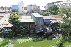 Hàng ngàn hộ dân 'sống treo' trong Kinh thành Huế