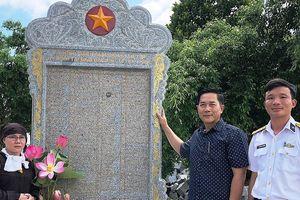 Tiếp nhận Bia tưởng niệm ghi danh chiến sĩ Gạc Ma và anh hùng Phan Vinh
