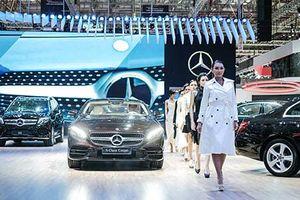Dàn người đẹp 'khoe sắc' cùng xe sang Mercedes ở VMS 2018