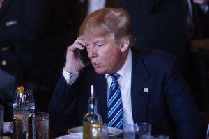 Trung Quốc bác tin nghe lén, khuyên Tổng thống Trump đổi sang dùng Huawei