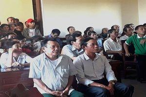 Hai cán bộ thôn lãnh án vì chiếm đoạt tiền của người dân