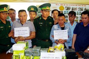 Hải quan Hà Tĩnh phối hợp cất 'mẻ lưới' thu 32 kg ma túy đá và 10 bánh heroin