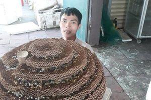 Dậy sóng mạng xã hội: Chàng trai Nghệ An khoe tổ ong khủng 35kg của loài ong có độc tố cực mạnh