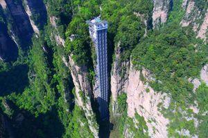 Thang máy ngoài trời bên vách đá cao nhất và tốc độ nhất thế giới