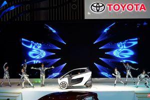 Toyota i-ROAD: Mẫu xe lai giữa ô tô và mô tô, nặng 300 kg