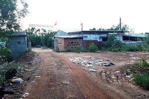 Nhà máy rác bị đình chỉ vẫn hoạt động:Dân tụ tập phản đối