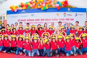 Tặng 500 mũ bảo hiểm cho học sinh tiểu học Vĩnh Phúc
